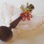 Oggetto in legno e fiore Camari